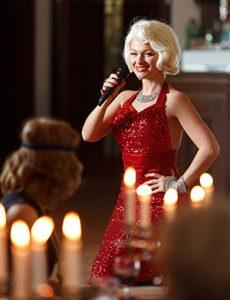Монро в красном платье