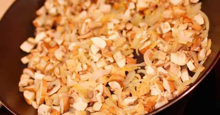 обжарить-грибы-с-луком