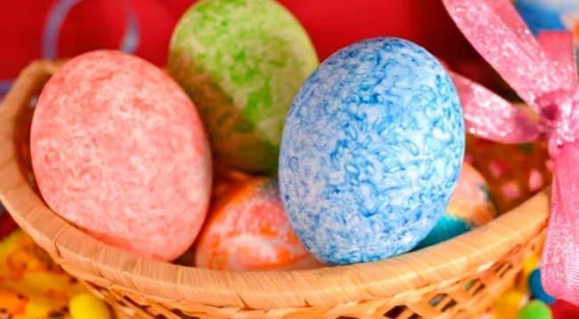 яйца-покрашенные-рисом
