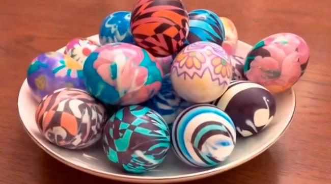 яйца-покрашенные-тканью