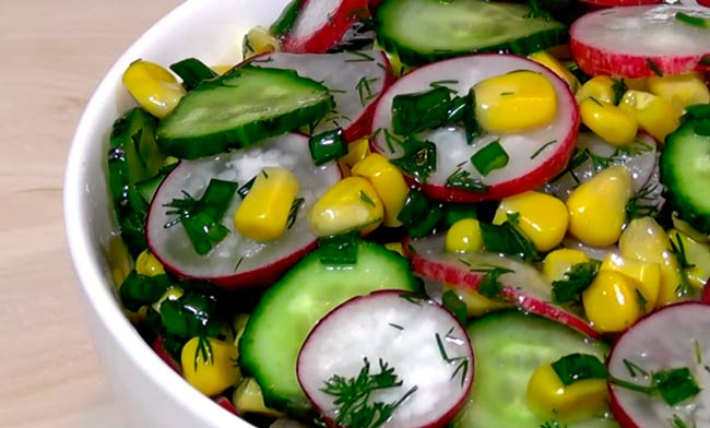 салат-с-кукурузой