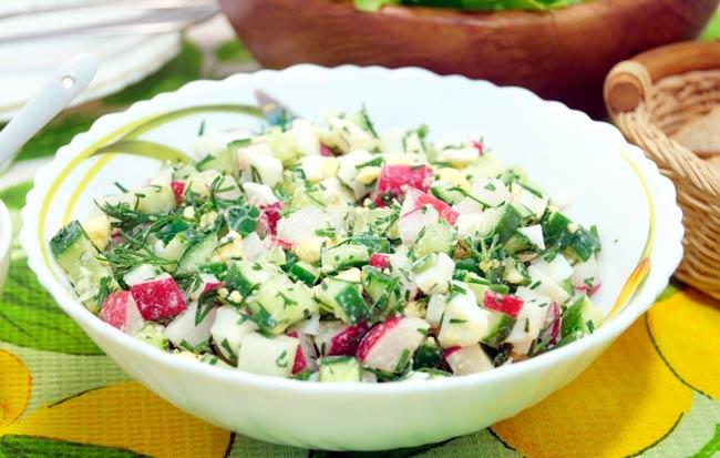 salat-s-redisom-ogurcom-i-yajcom