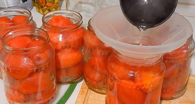 помидоры-заливаем-кипятком