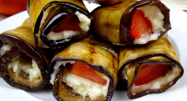 рулеты-из-баклажанов-с-чесноком-сыром-и-помидорами