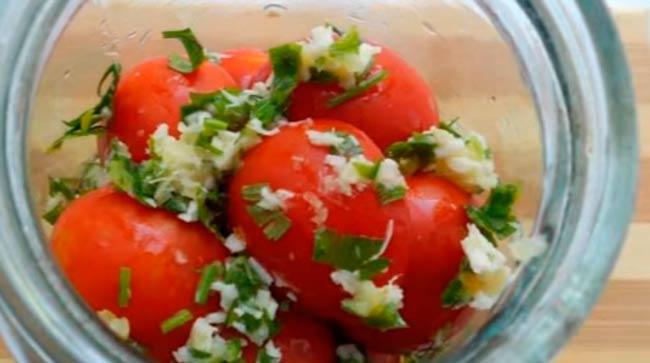 специи-добавить-в-томаты