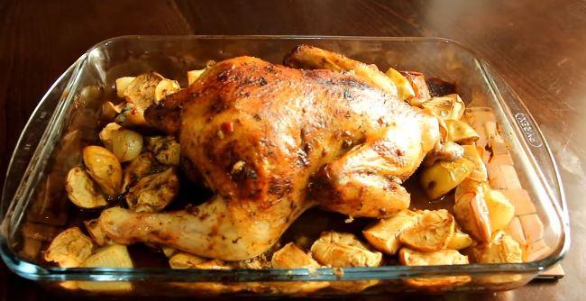 курица-с-яблоками-готова