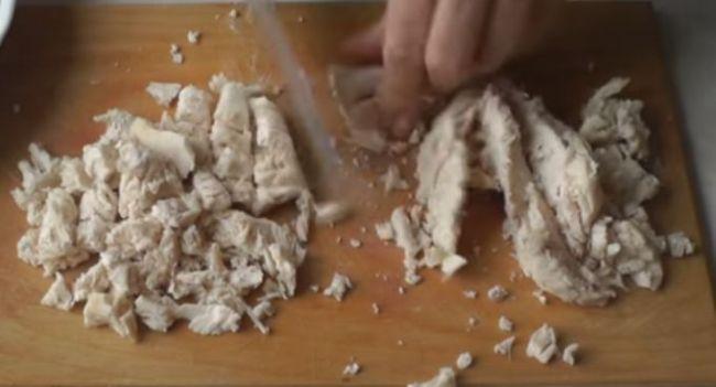 нарезаем-филе-на-кубики