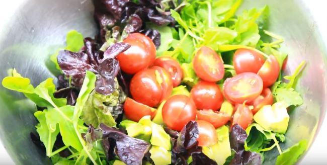 салат-с-креветками-и-авокадо