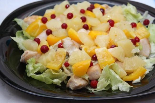 салат-с-курицей-и-ананасами-главный