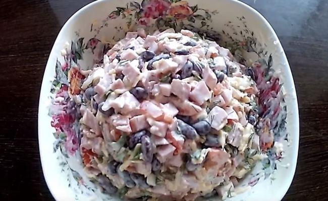 салат-с-ветчиной-и-фасолью