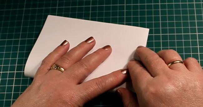 дважды-сложить-лист-бумаги