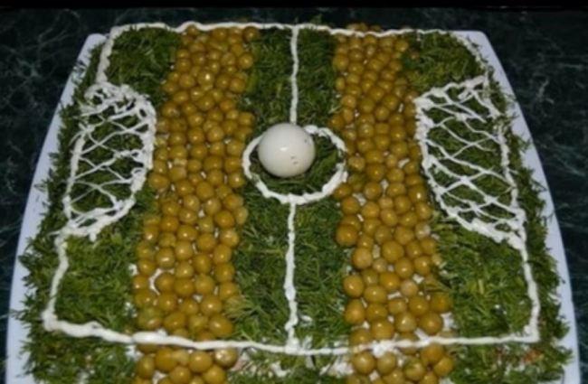 салат-футбольное-поле