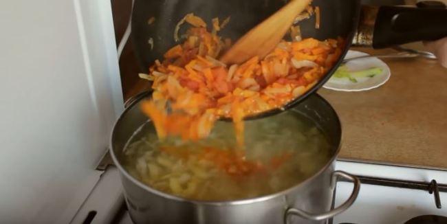 добавляем-овощи-в-бульон