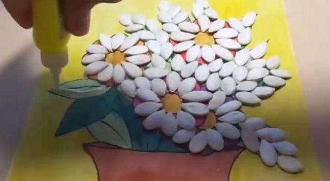 клеем-тыквенные-семечки