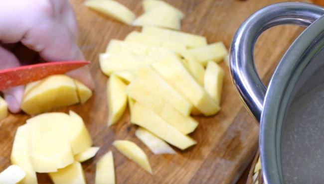 нарезать-картофель