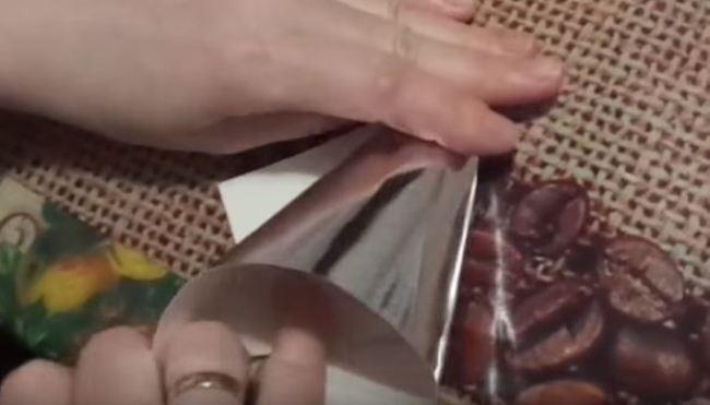 сворачиваем-фольгу-конусом