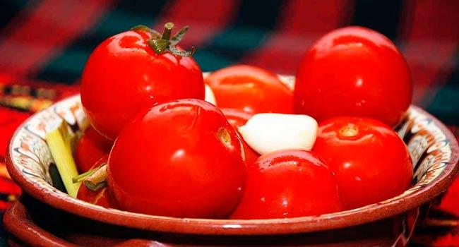 малосольные-помидоры-быстрого-приготовления