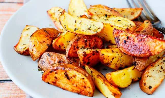 молодая-картошка-дольками-в-духовке