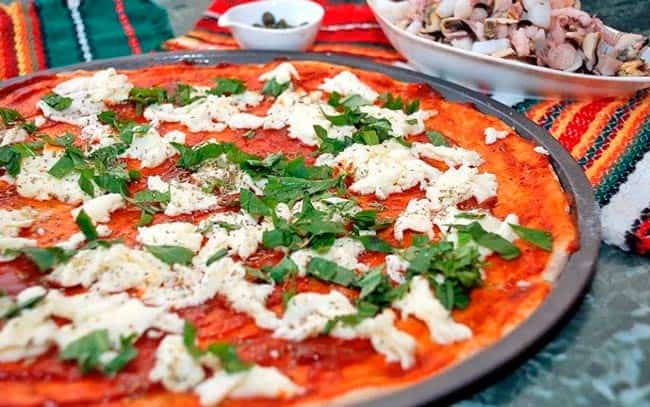 пицца-из-замороженных-морепродуктов