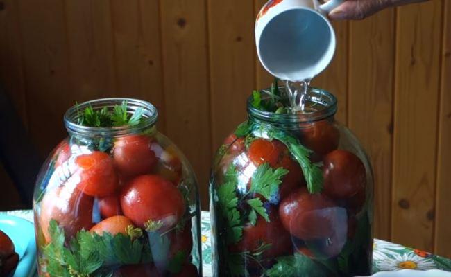 заливаем-водой-помидоры