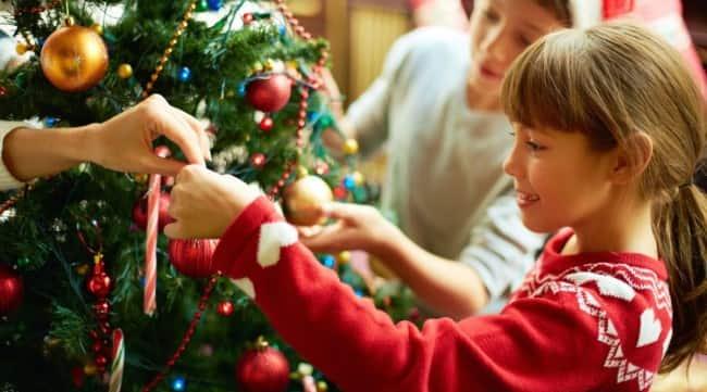 новогодняя-елка-в-школе