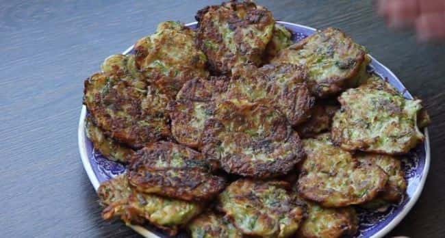 картофельные-оладьи-с-кабачками