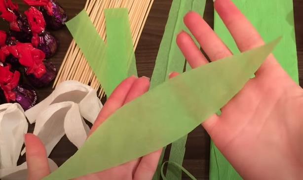 вырезаем лист