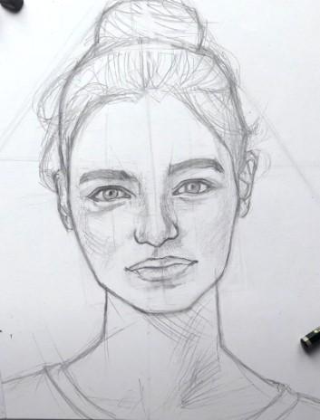 портрет девушки простым карандашом