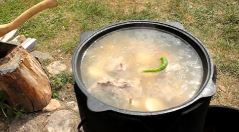 бросаем перец в суп