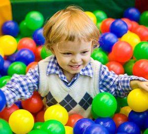 ребенок и шарики