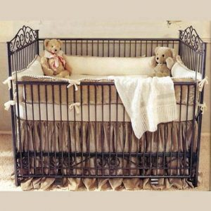 металлическая кроватка для новорожденного