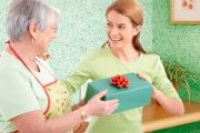 Не знаете, что подарить маме на день рождения? Мы расскажем!