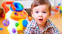 Вы знаете, что подарить на праздник детям от 2 до 3 лет?
