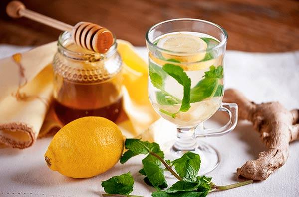 chaj-s-imbirem-limonom-i-medom-recept