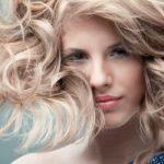 Светлые женские волосы