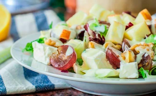 салат-из-сыра-с-виноградом