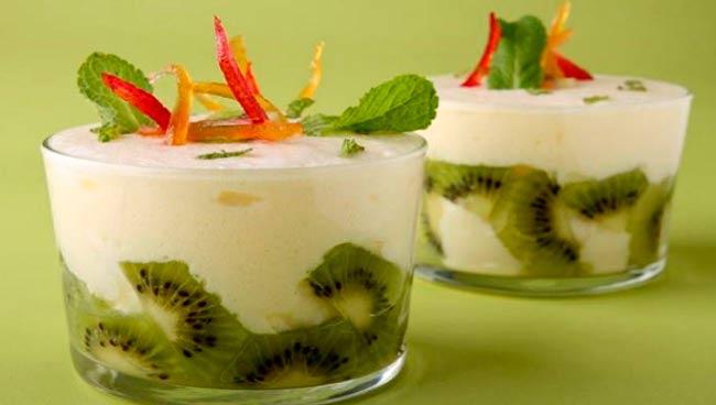 сладкий-десерт-из-зефира-с-фруктами