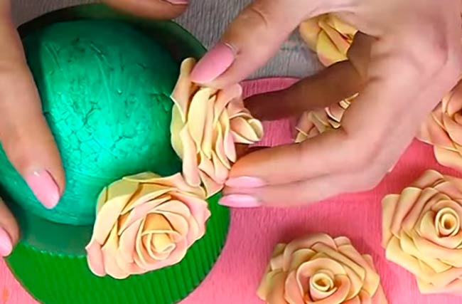 обклеиваем-крышку-розами