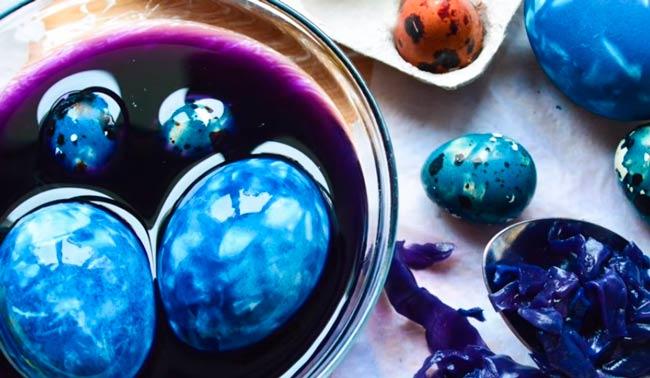 мраморные-яйца-красной-капустой