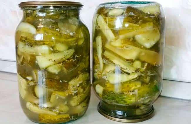 салат-из-огурцов-с-семенами-горчицы