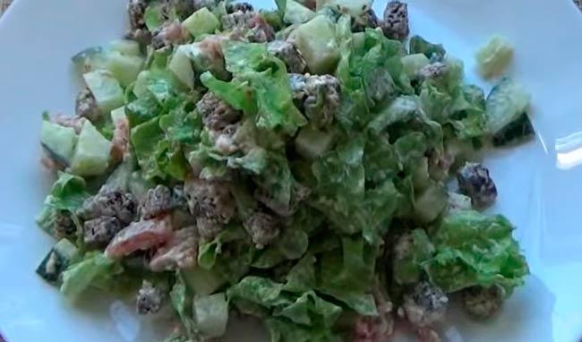 легкий-салат-с-рыбой