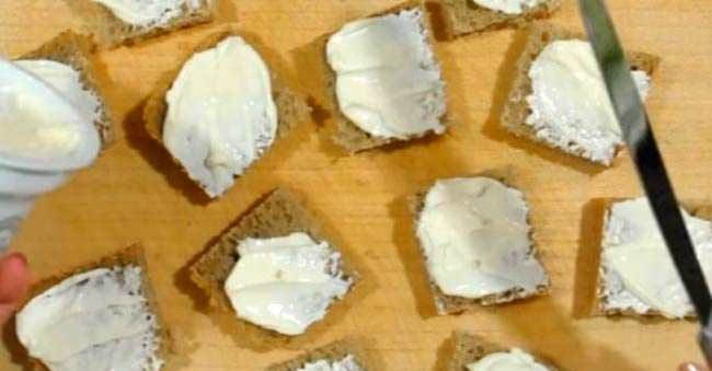 смазываем-сыром