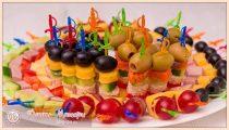 Канапе на шпажках на праздничный стол: простые и вкусные рецепты