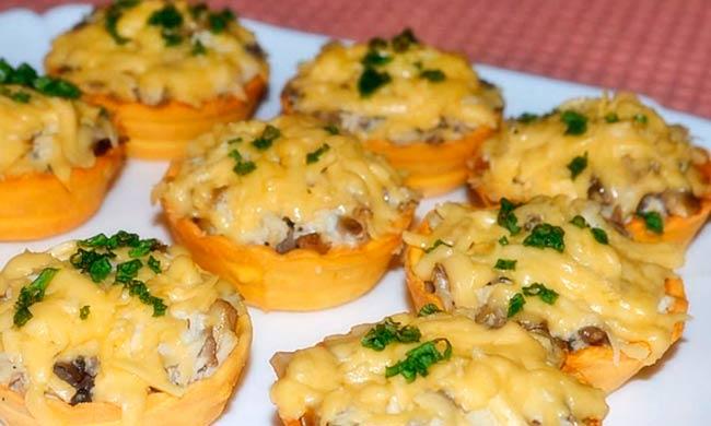 тарталетки-с-курицей-грибами-сыром