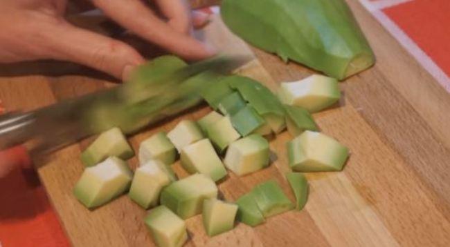 авокадо-кубиками