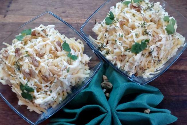 куриный-салат-с-ананасами-и-грибами