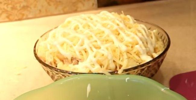 салат-с-ананасами-и-яйцом