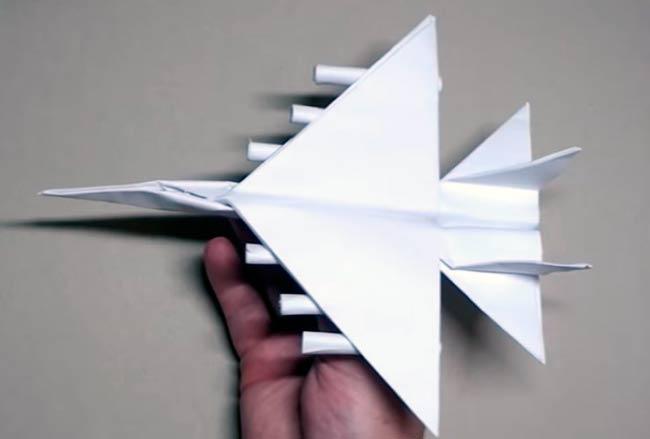 самолет-истребитель-с-боеприпасами
