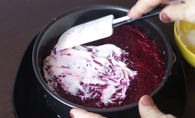 выкладываем-салат-в-форму