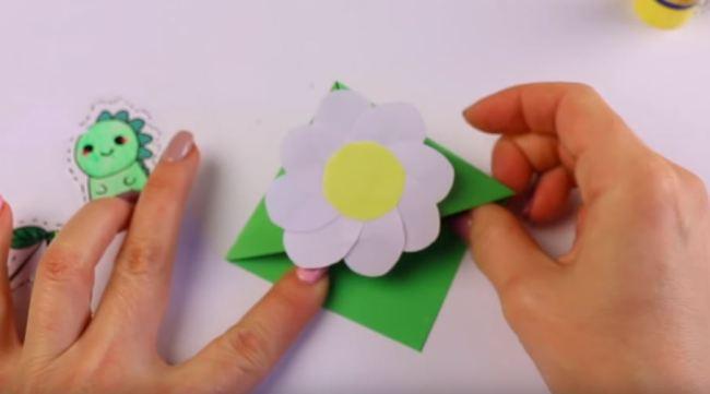 клеем-цветок